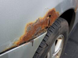 roest auto herstellen - roest bijwerken auto - polijsten wagen